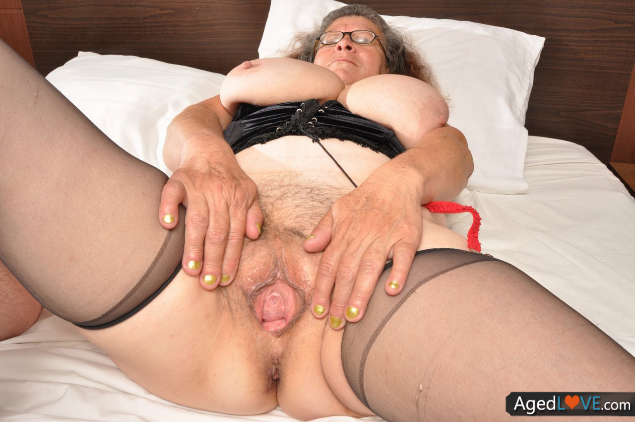 Extremely aged anal grannies — photo 6