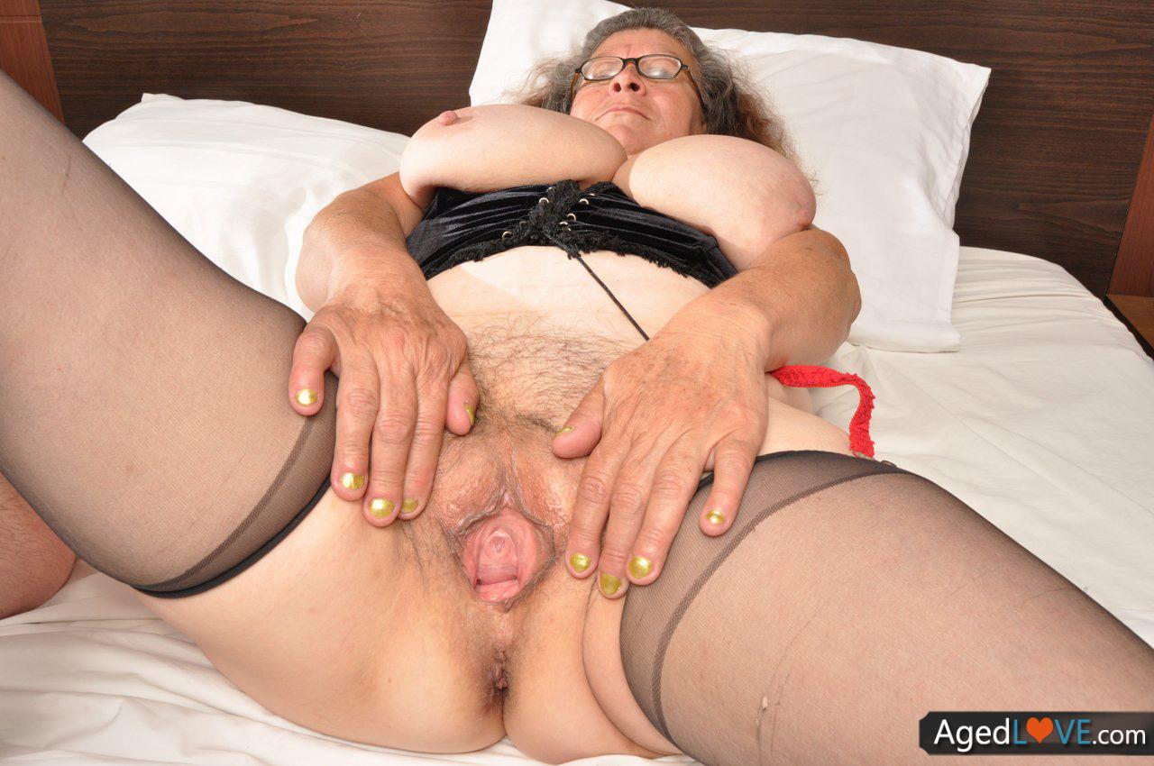 image 50 years old brenda enjoying 2 cocks