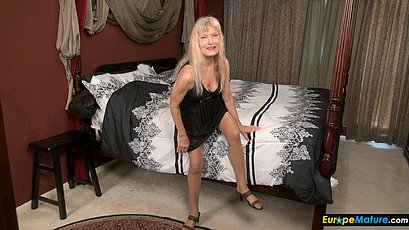 Mature blonde granny having fun with toys
