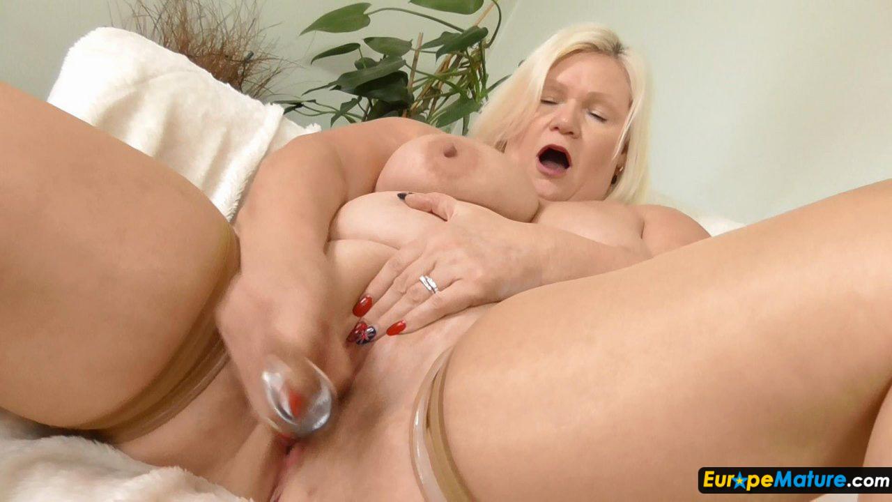 image Real amateur masturbating on free live cams