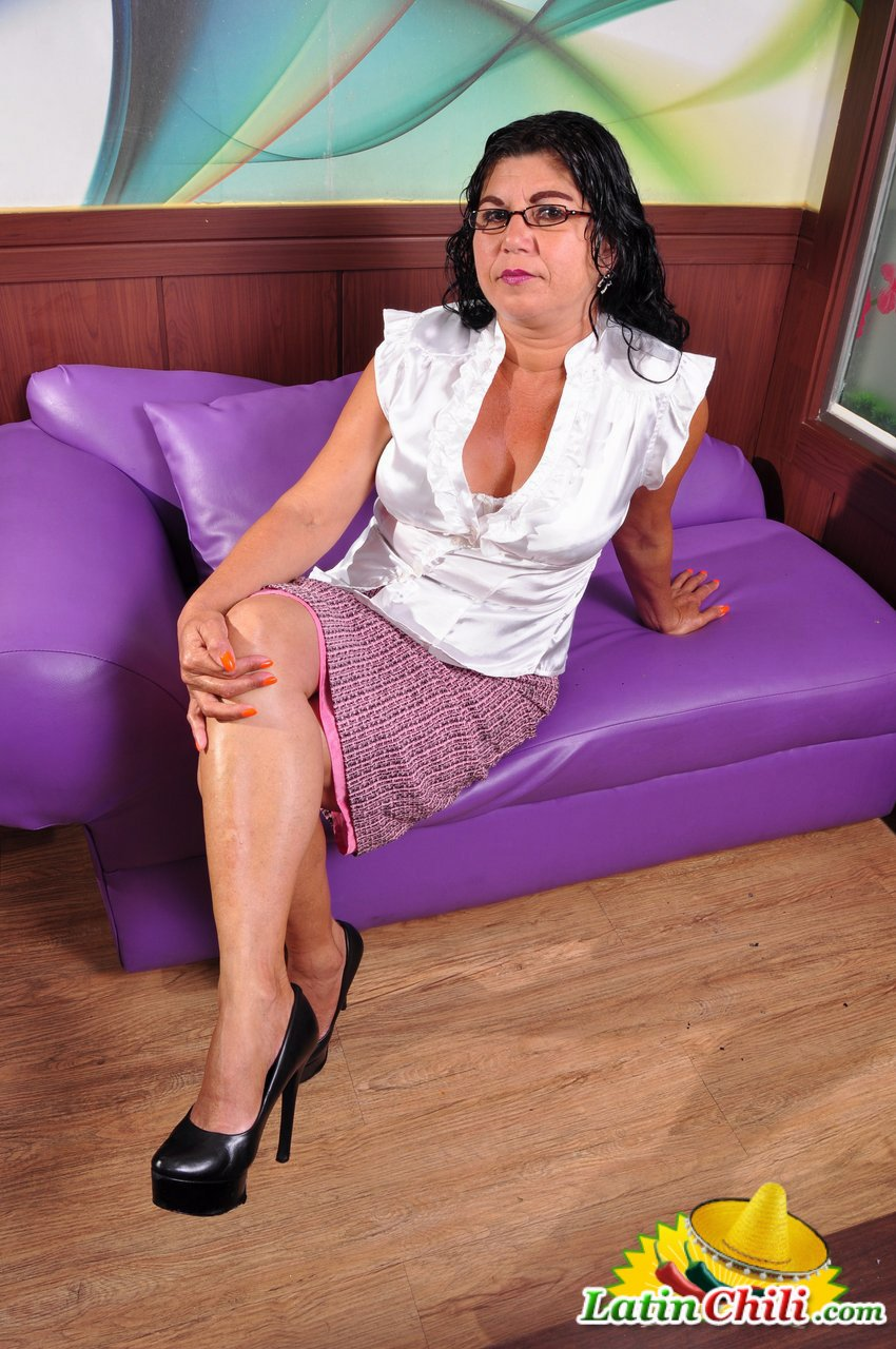 click here and see Free latin granny