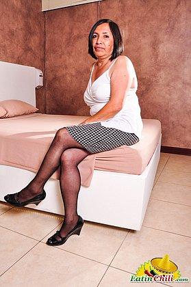 Older mature granny latina Andrea solo play