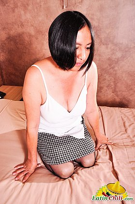 Curvy latin lady Andrea mature showoff