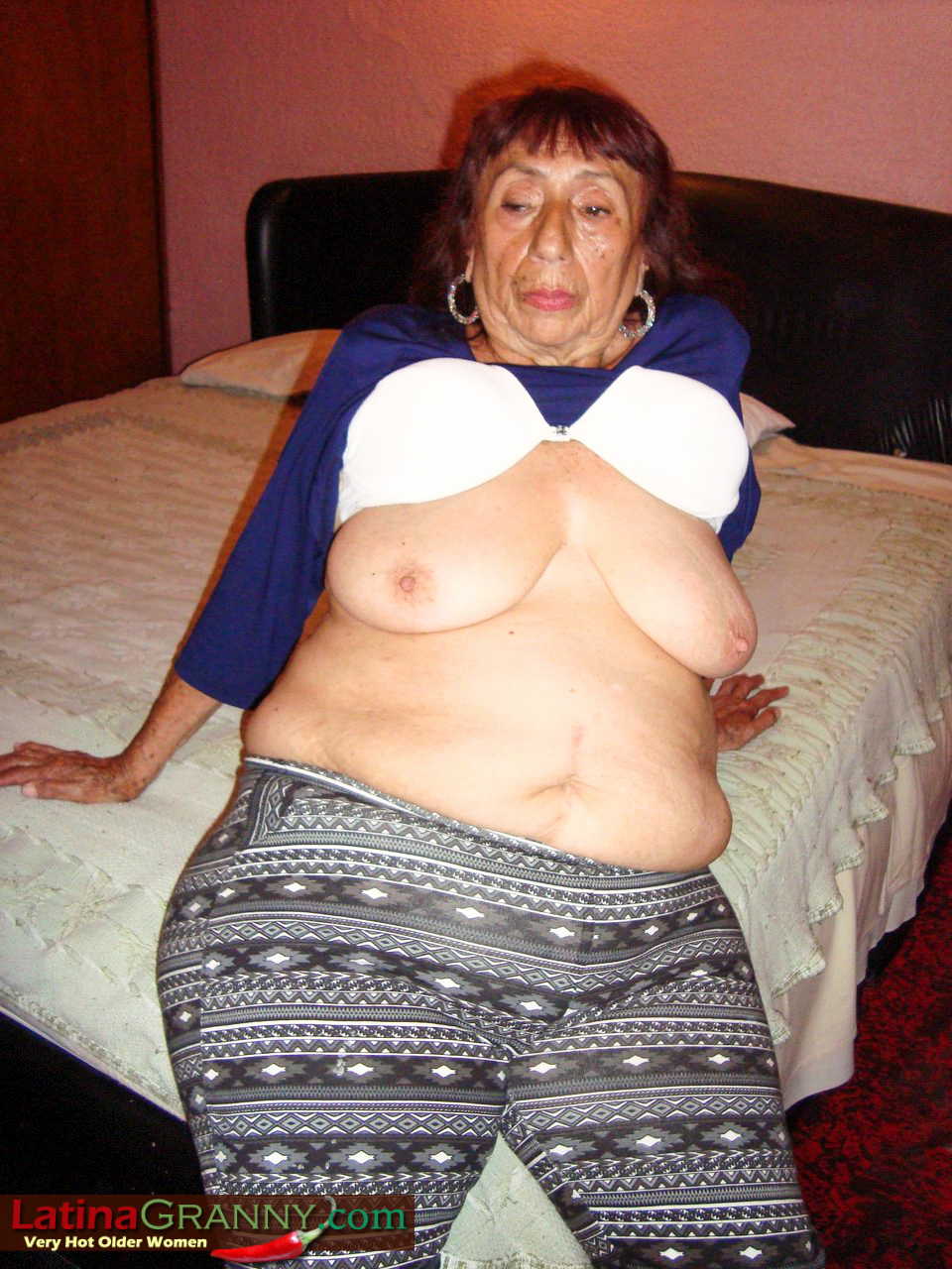 granny Amateur latina