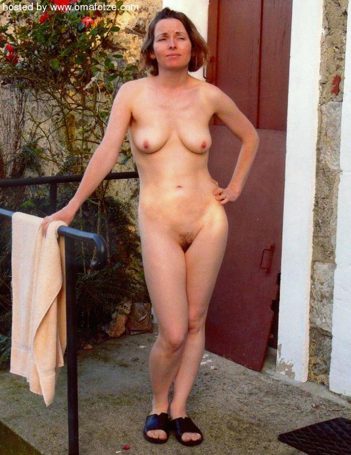 golaya-zrelaya-nudistka
