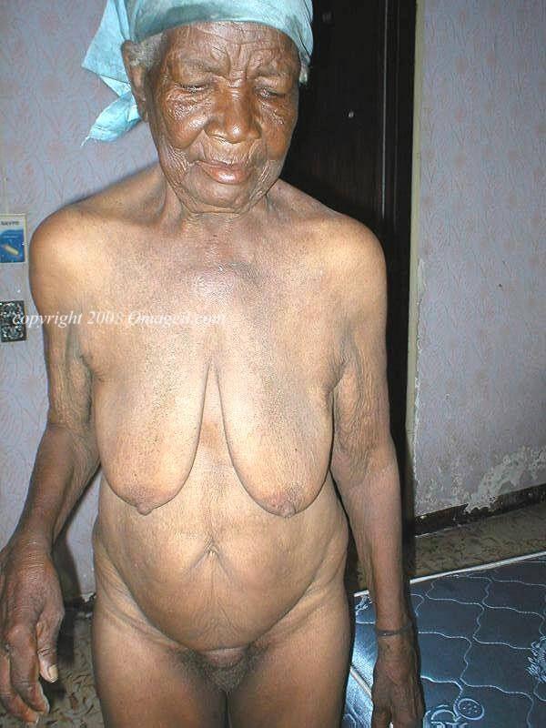 Nude black oma 4