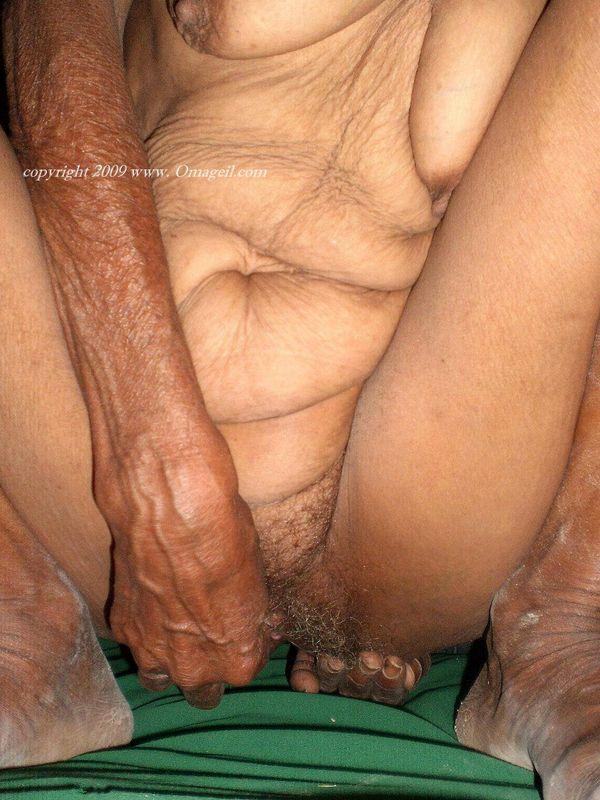 wrinkled grannies oma old Black