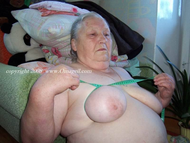 Very very old oma tits