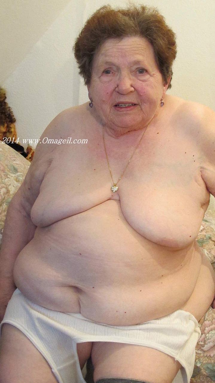 vanha nainen alasti Tampere