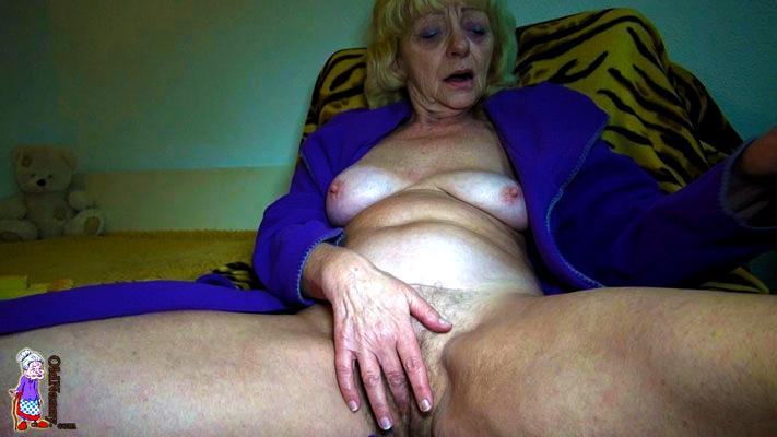 Dirty talking granny masturbating