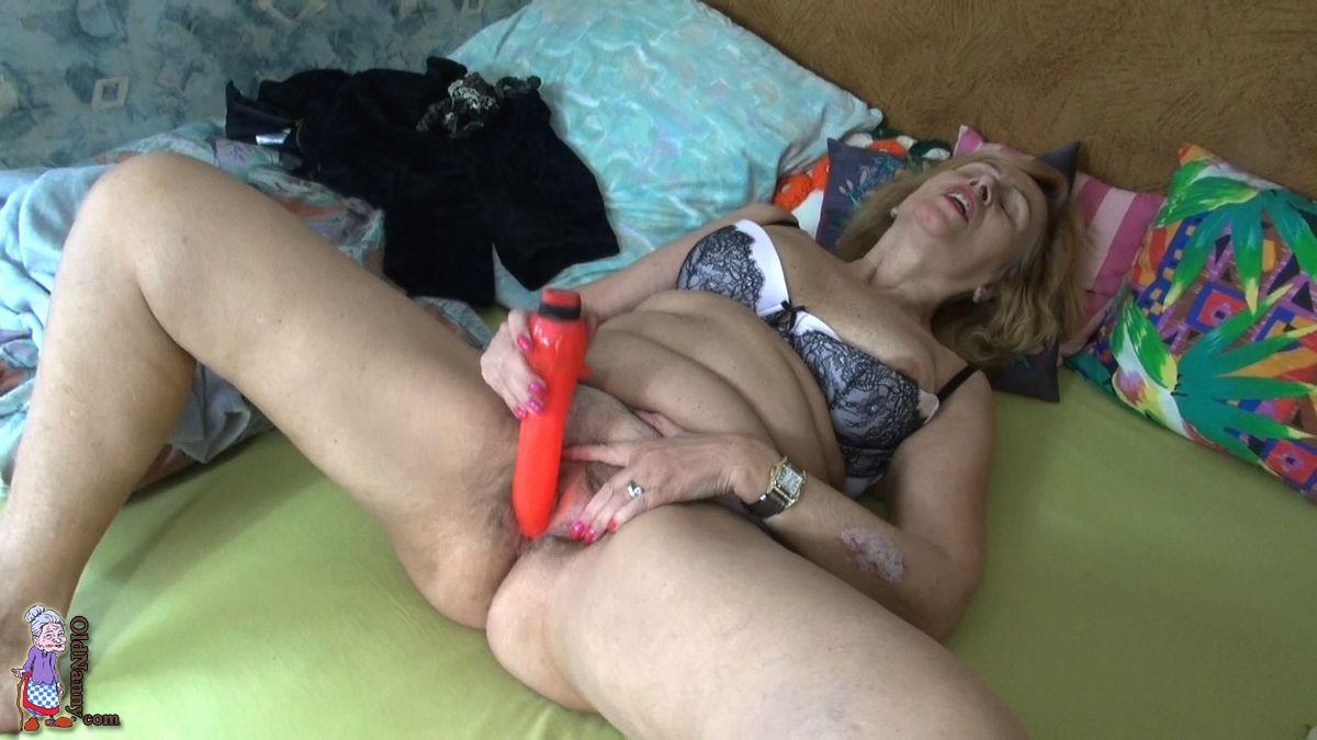 Oldnanny lesbian on the table masturbation 2