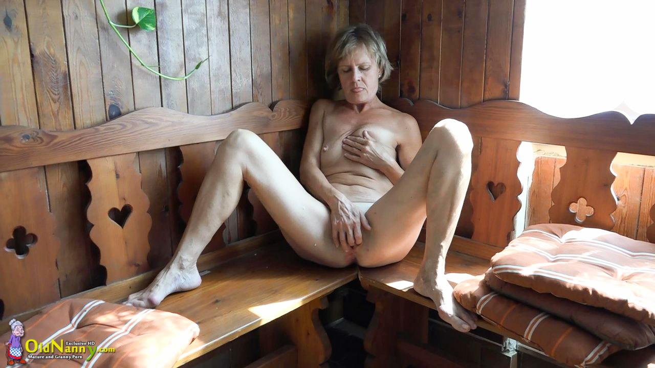 mature horny women masturbating