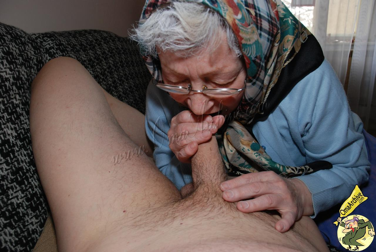 Mature elisabeth bernard queen off blowjob - 1 9