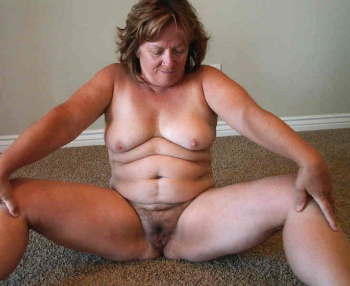Hairy Oma Pussy gefickt