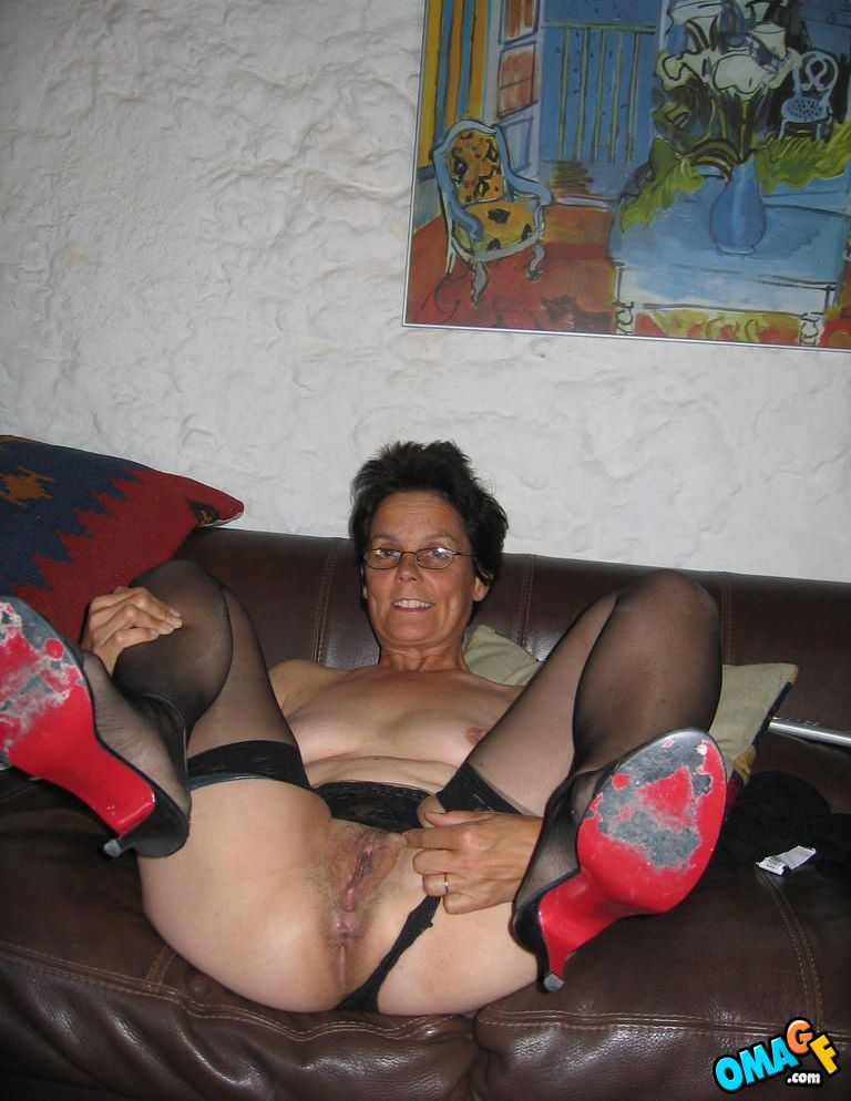 See what this dirty old whore is doing on webcam amateur 6