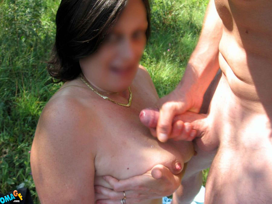 but nakit mom cumshot outdoor