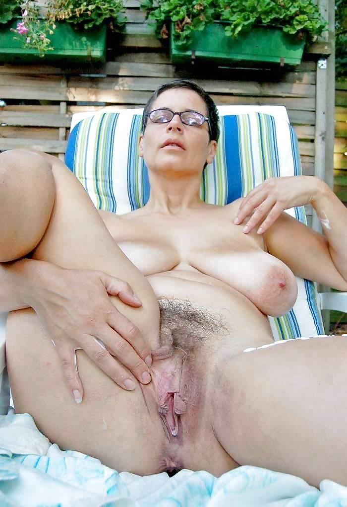 Large voluptuous women naked