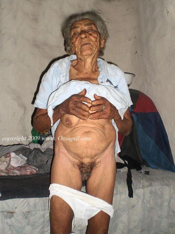 Old Black Granny Nude
