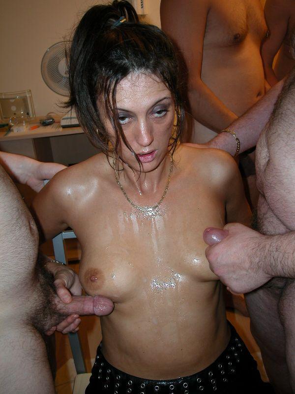 Модель фотографирует грязные шалавы в сперме порно негров ебанутые