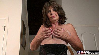 Horny mature granny toying