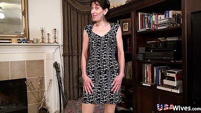 Older mature got herself naked for pics