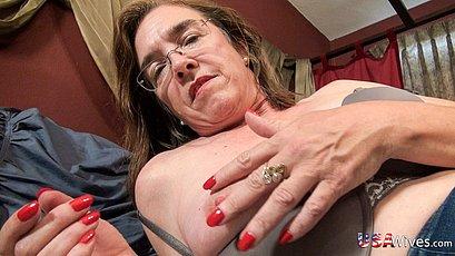 Mature ladies masturbating their old wrinkly pussies