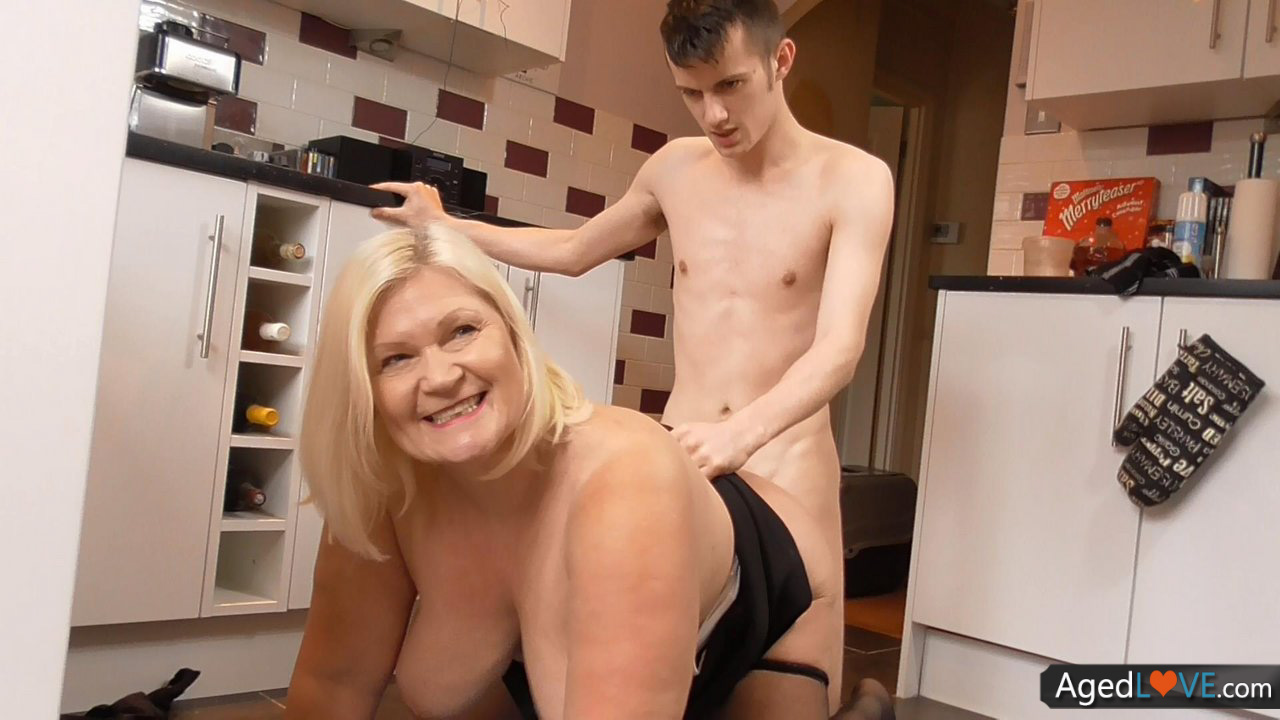Big Tits Mature Mom Fucked In Kitchen