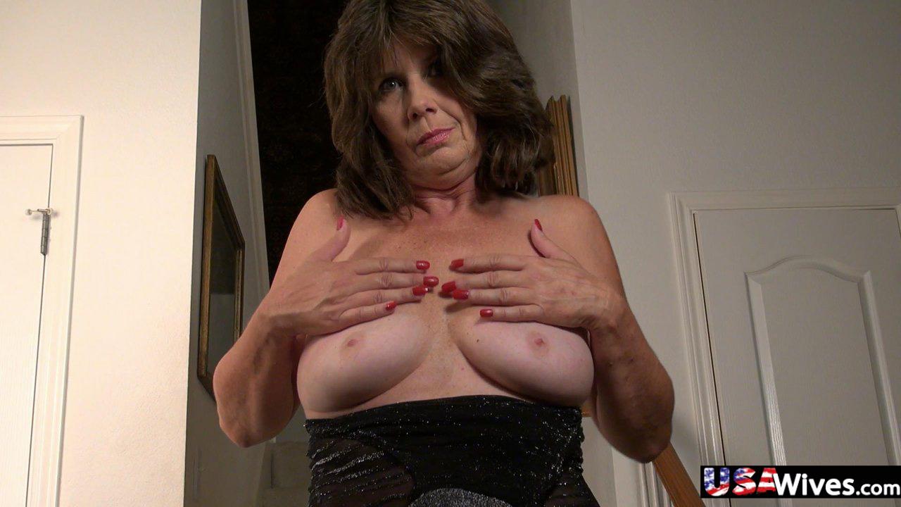 Hot wife Jade is masturbating her wet cunt