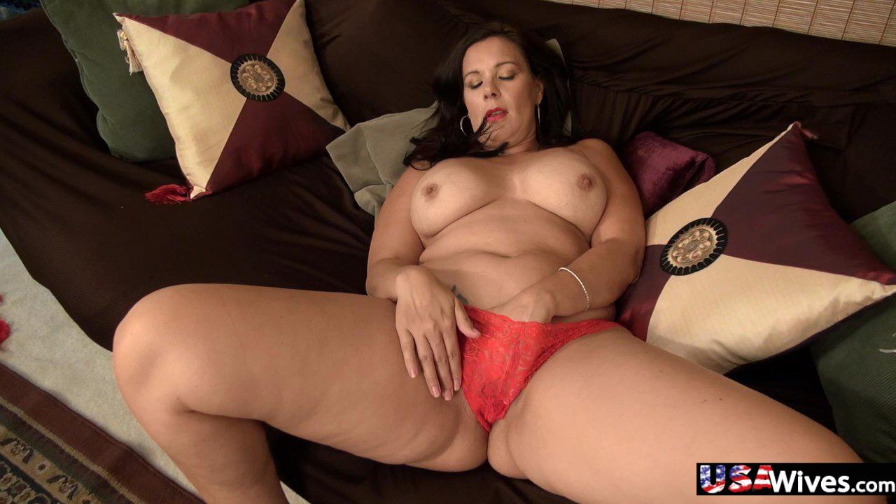 Curvy mature mom Dylan solo masturbating