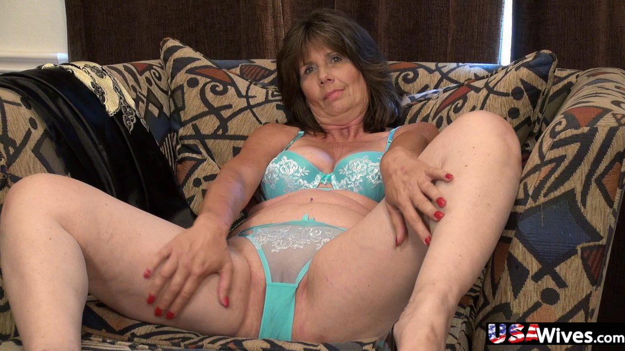 This MILF is masturbating in great ways